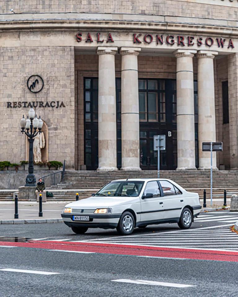 Peugeot 405 - przed Salą Kongresową
