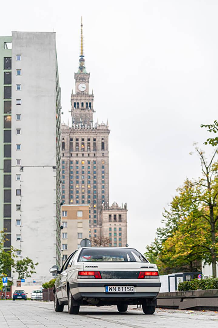 Peugeot 405 - biegnie ale za to wygodnie