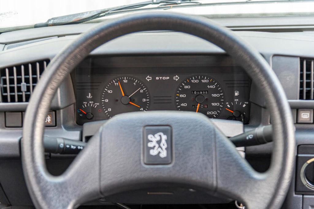 Peugeot 405 - kierownica