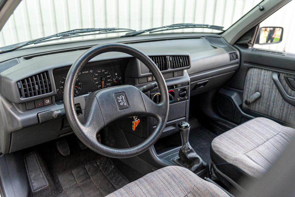 Peugeot 405 - deska rozdzielcza