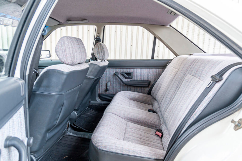 Peugeot 405 - tylna kanapa